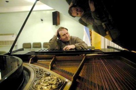 orlando-millaa-piano-web_500_765-740x0
